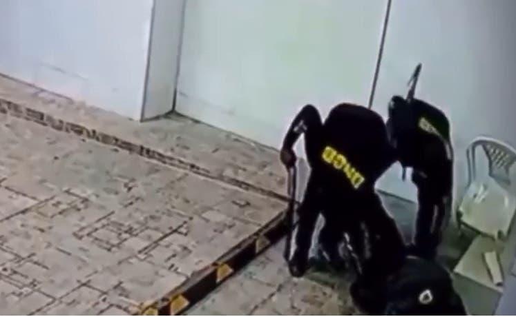 Banda asalta agente de seguridad en La Vega