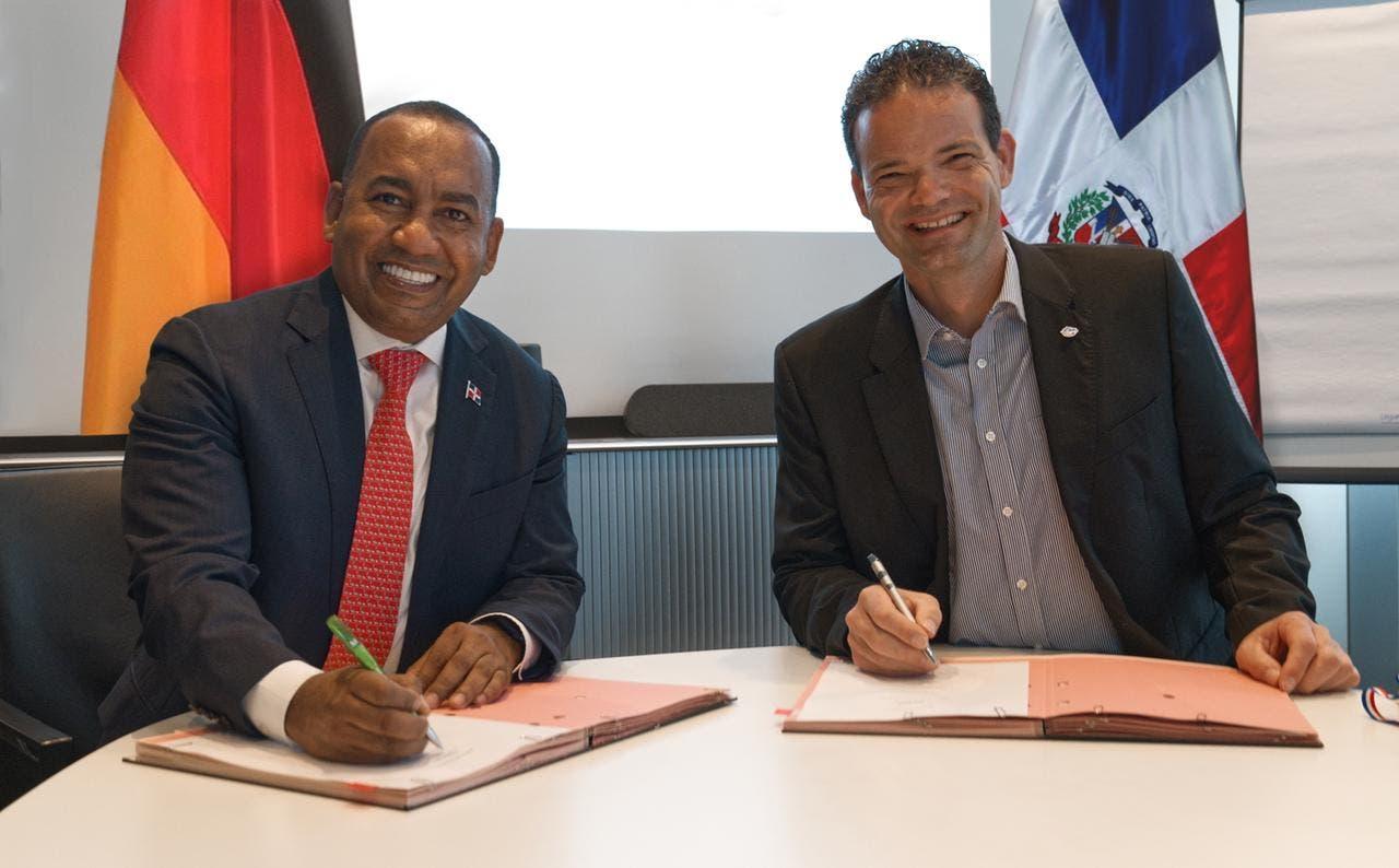 Departamento Aeroportuario recibirá colaboración de aeropuerto Munich para mejoras aeroportuarias
