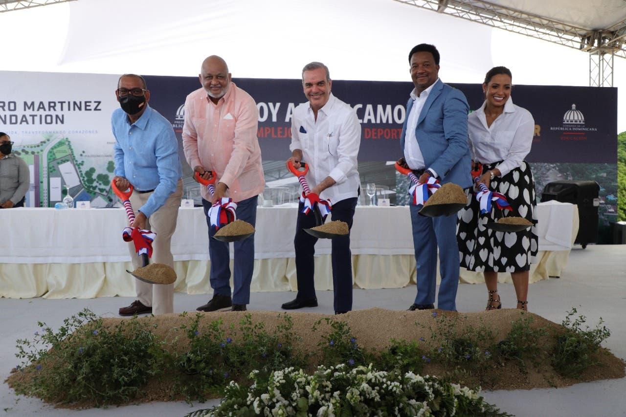 Presidente Abinader motiva a figuras del deporte dominicano unir voluntades para favorecer a niños y jóvenes