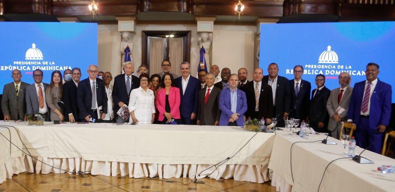 Presidente Luis Abinader respalda fomento de la lectura y la cultura