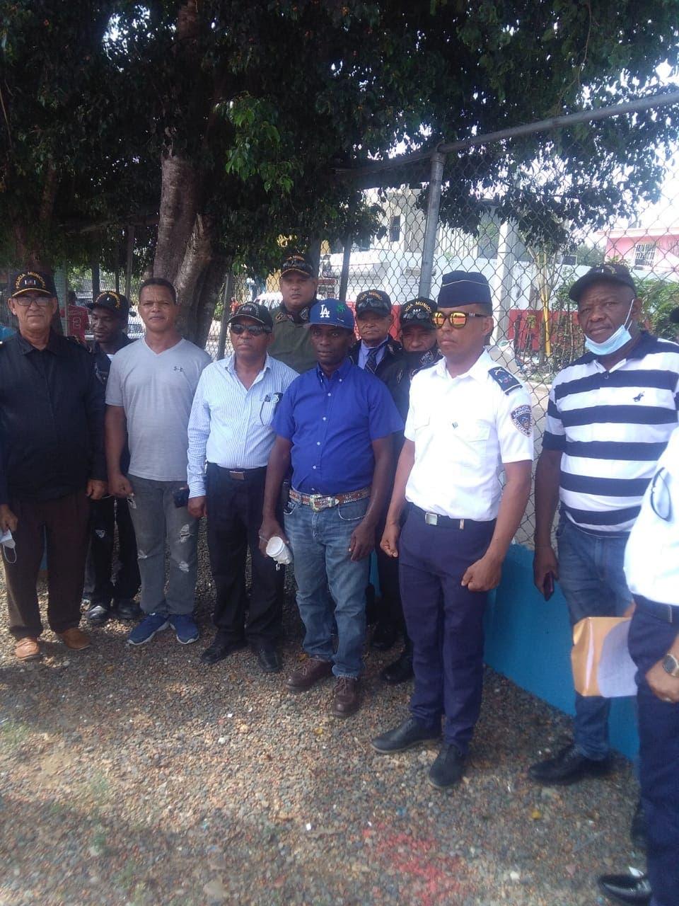 Decenas de jóvenes Palmarejo son entrenados para policías municipales