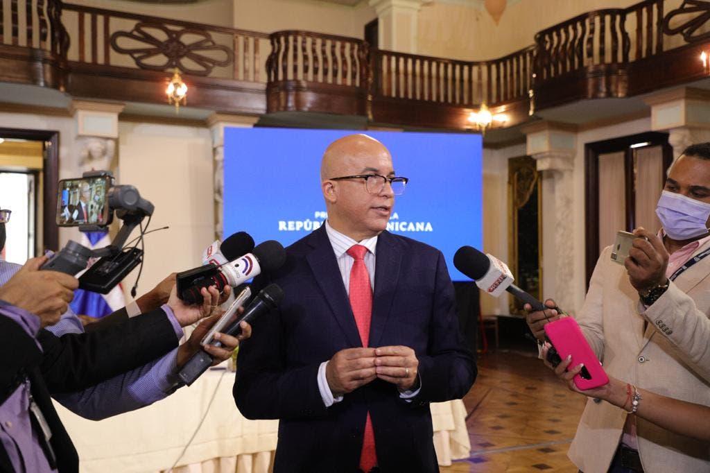 Abinader se reúne con ministros y directores para pasar balance Plan de Vacunación