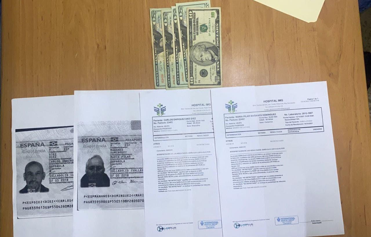 Policía arresta mujer vendía certificado falso de pruebas Covid-19 en Bávaro