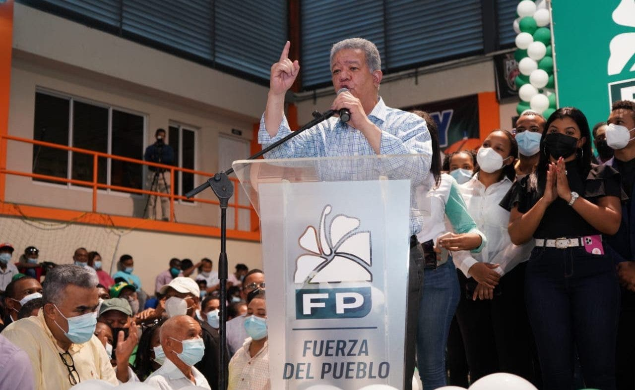 Leonel juramenta 2,924nuevos miembros en la Fuerza del Pueblo en San Cristóbal