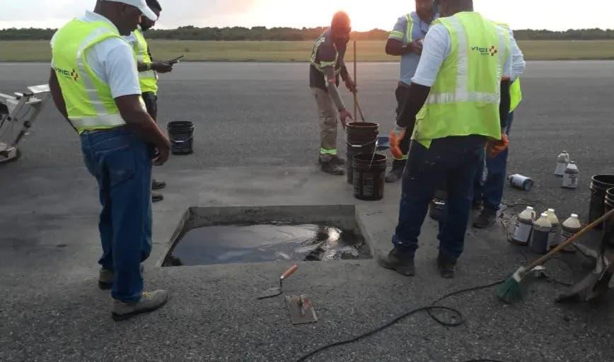 Cierran por una hora las operaciones aéreas en el Aila por agujero en pista de aterrizaje