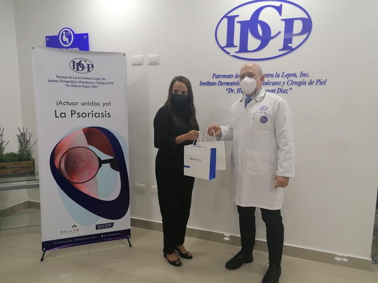 Dermatológico recibe donación medicamentos para pacientes con Psoriasis