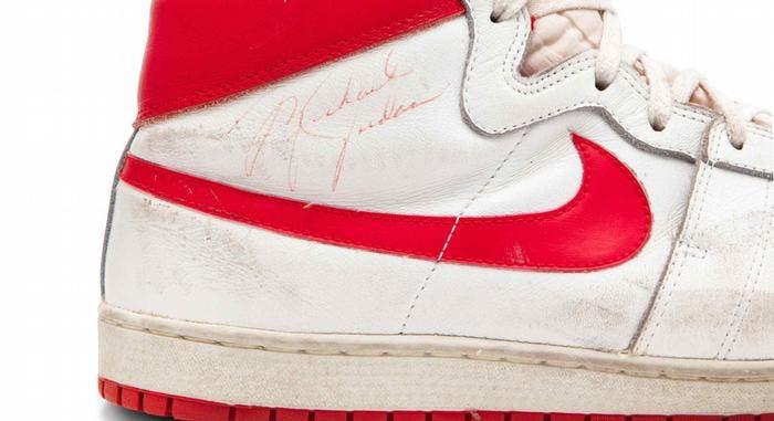 Subastan zapatillas de Michael Jordan de 1984 por 1,5 millones de dólares