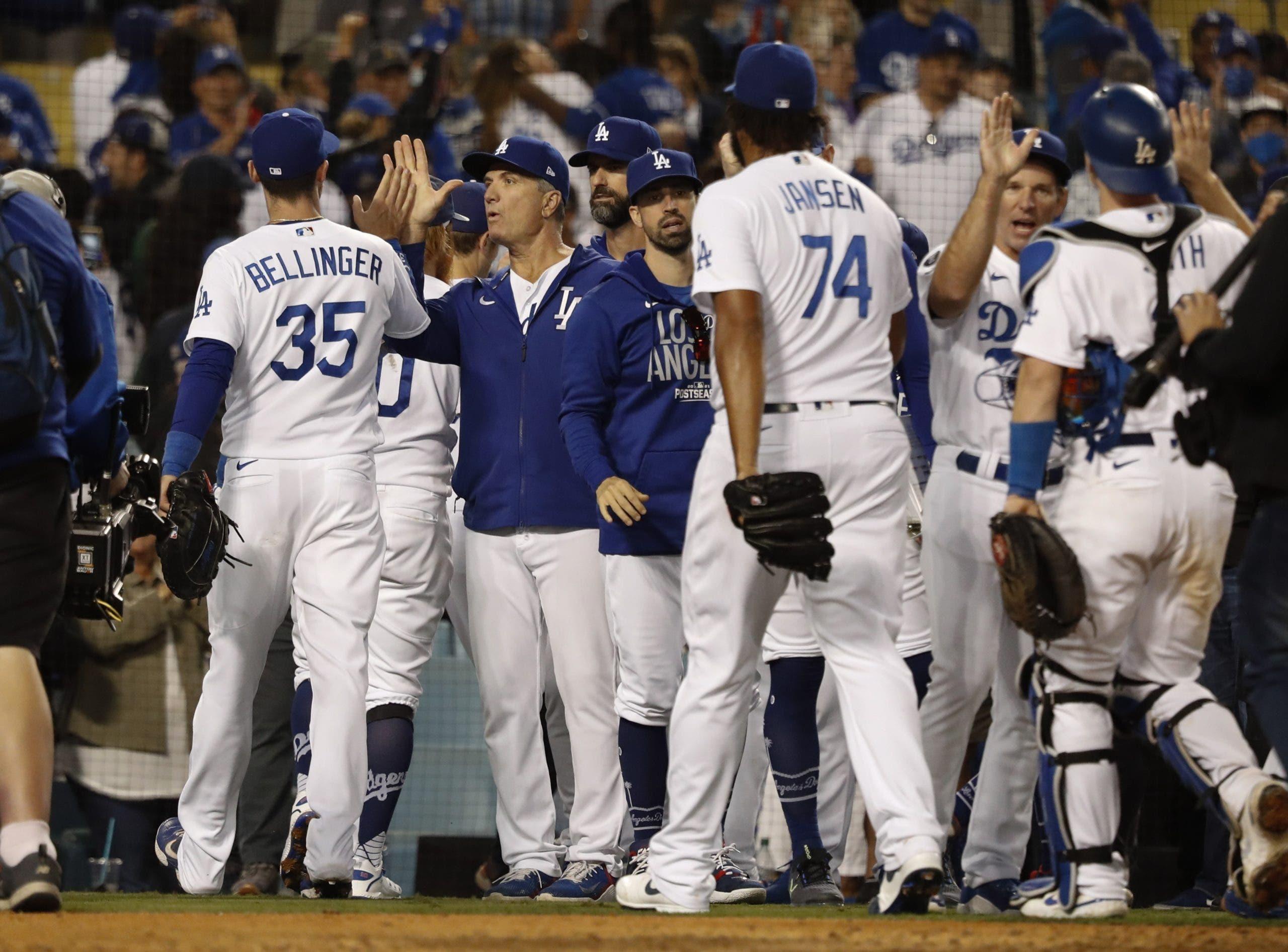Dodgers remontan y reducen ventaja de Bravos