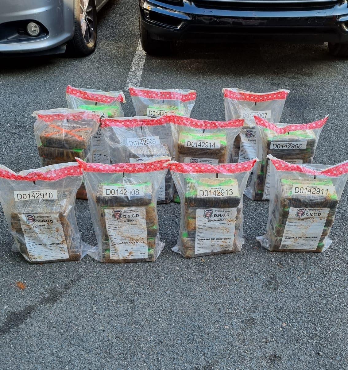 Autoridades ocupan 83 paquetes de cocaína en Samaná