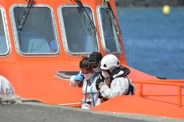 Encontrados vivos 14 inmigrantes dados por muertos en naufragio en España