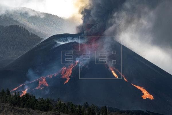 El volcán canario entra en su sexta semana con fuerte actividad y sismicidad