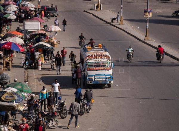 Haití vive tercera jornada de paro con un aumento de actividad