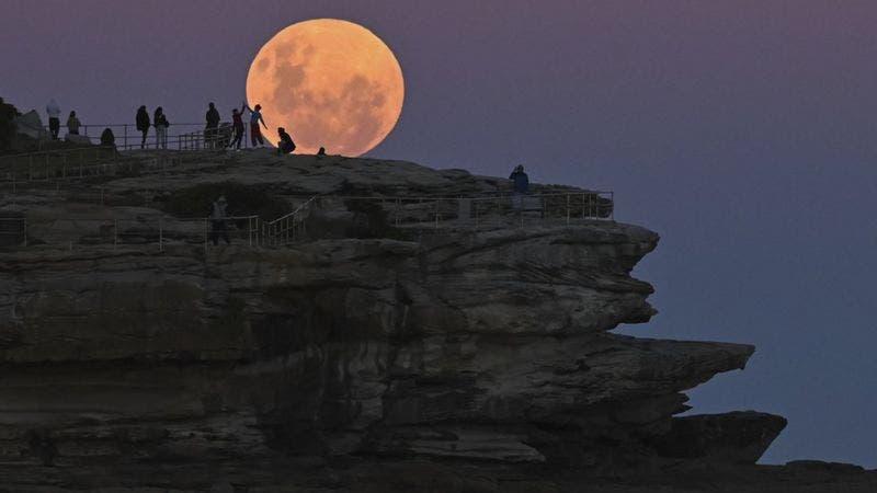 La sutil influencia de la Luna en el clima de la Tierra (y por qué nuestro satélite cada año se aleja un poco)