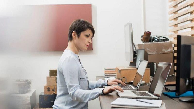 Las personas que tienen un segundo empleo secreto aprovechando el trabajo remoto