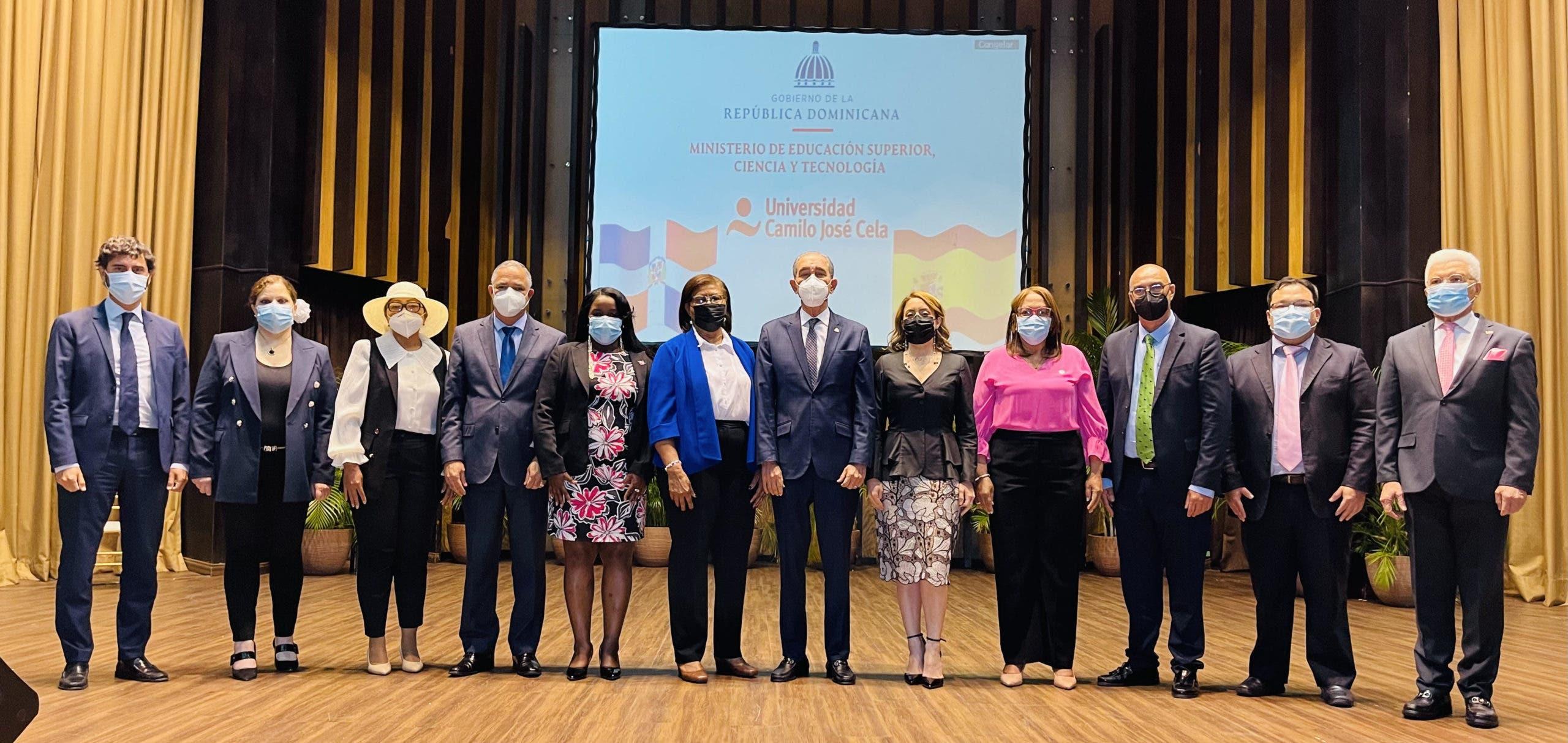 MESCYT y UCJC otorgan 40 becas internacionales en formación política